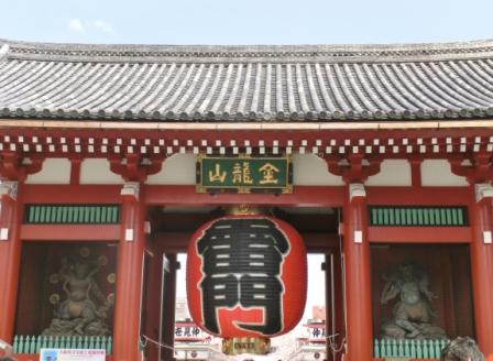 Kaminari-mon Gate, the symbol of Asakusa